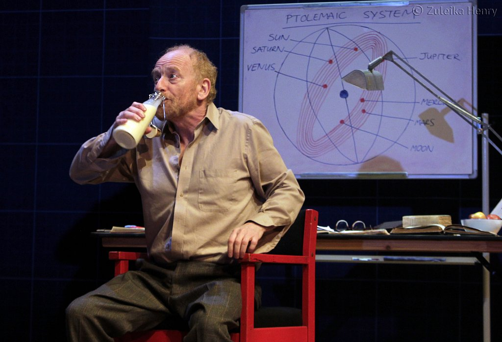 Ian-McDiarmid-as-Galileo.jpg