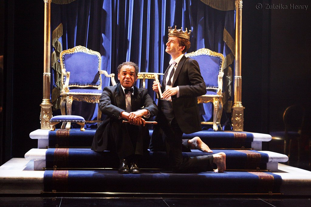 Peter de Jersey as Horatio and David Tennant as Hamlet