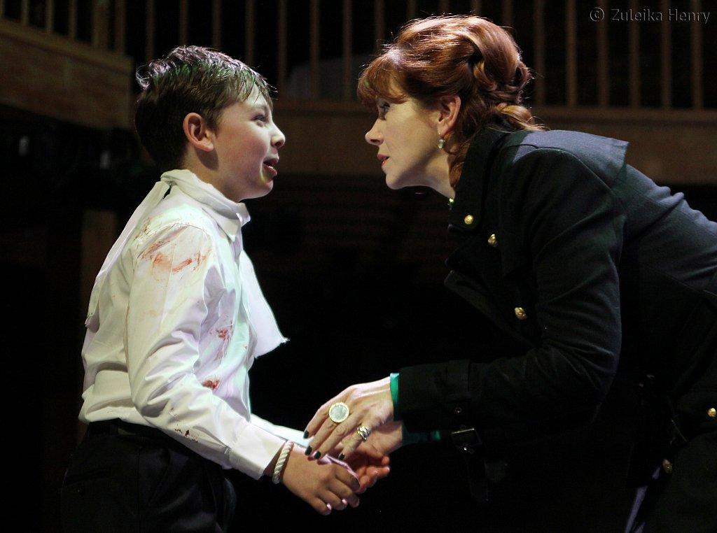 Nicholas Mullen as Arthur and Siobhan Redmond as Queen Elinor