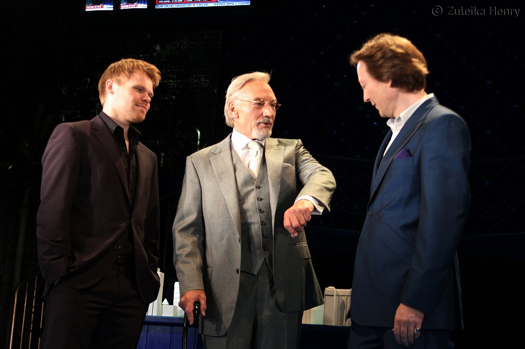 Richard Rudell as Basanio, Patrick Stewart as Shylock and Scott Handy as Antonio