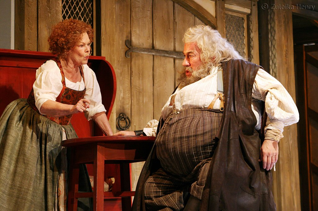 Judi Dench as Mistress Quickly and Simon Callow as Falstaff