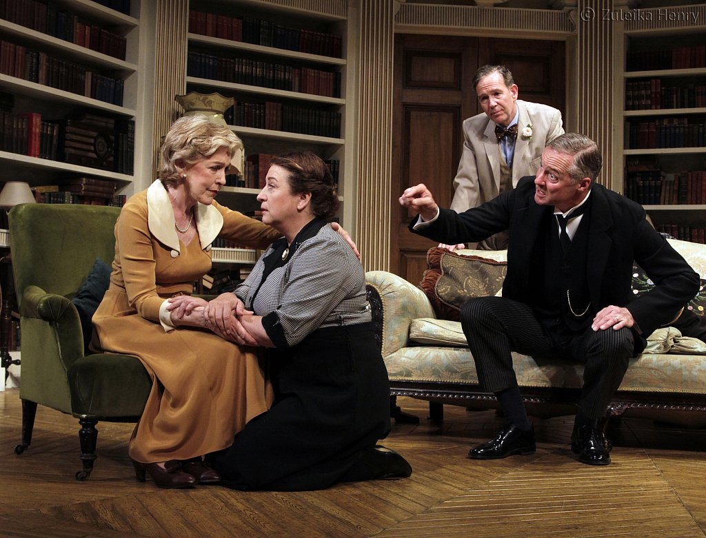 Patricia-Hodge-as-Felicity-and-Caroline-Quentin-as-Moxie-Steven-Pacy-as-Peter-and-Rory-Bremner-as-Crestwell.jpg