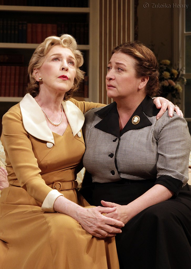 Patricia-Hodge-as-Felicity-and-Caroline-Quentin-as-Moxie.jpg