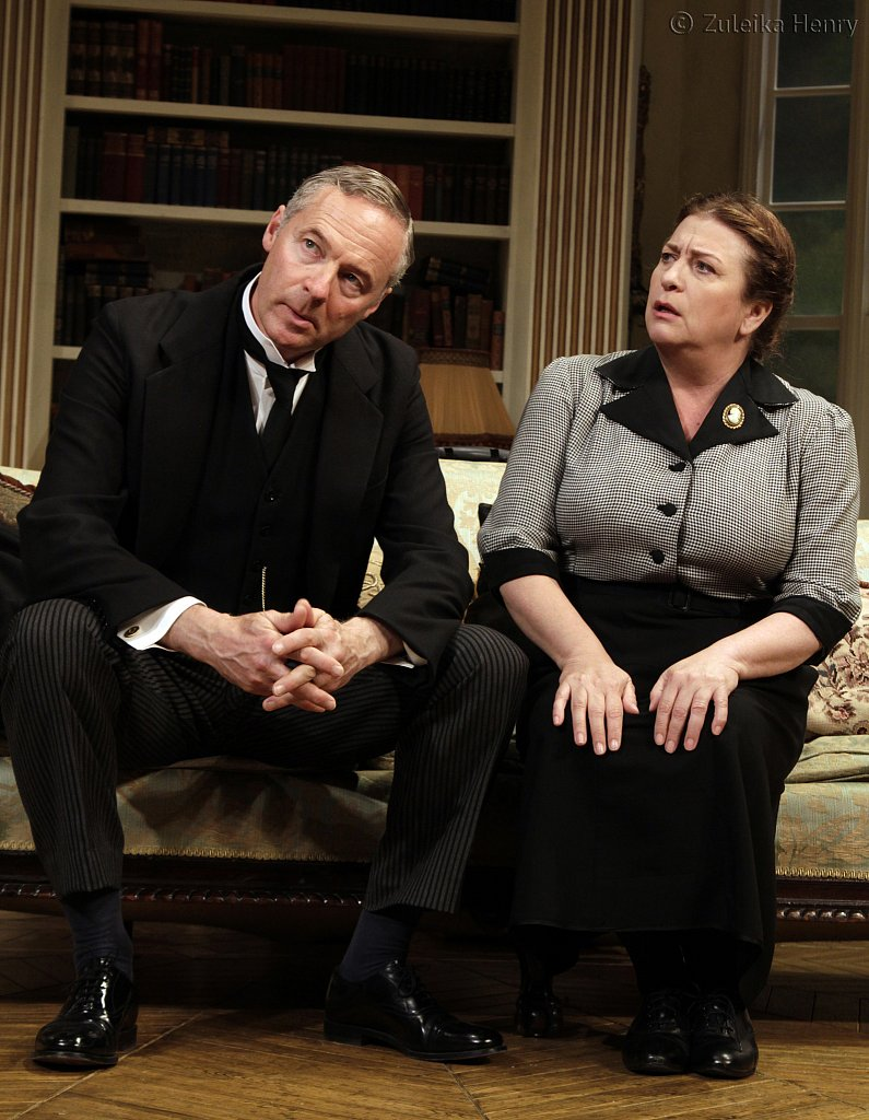 Rory-Bremner-as-Crestwell-and-Caroline-Quentin-as-Moxie.jpg
