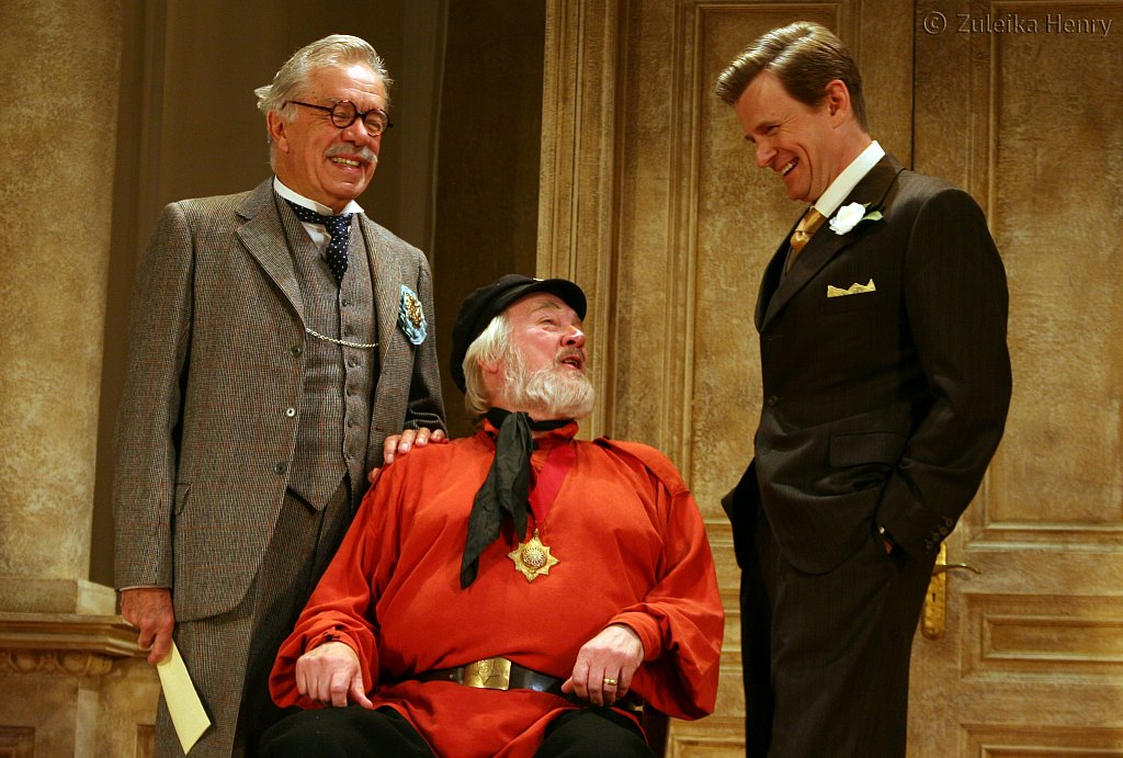 James Laurenson as Proteus, Barry Stanton as Boanerges and Charles Edwards as King Magnus