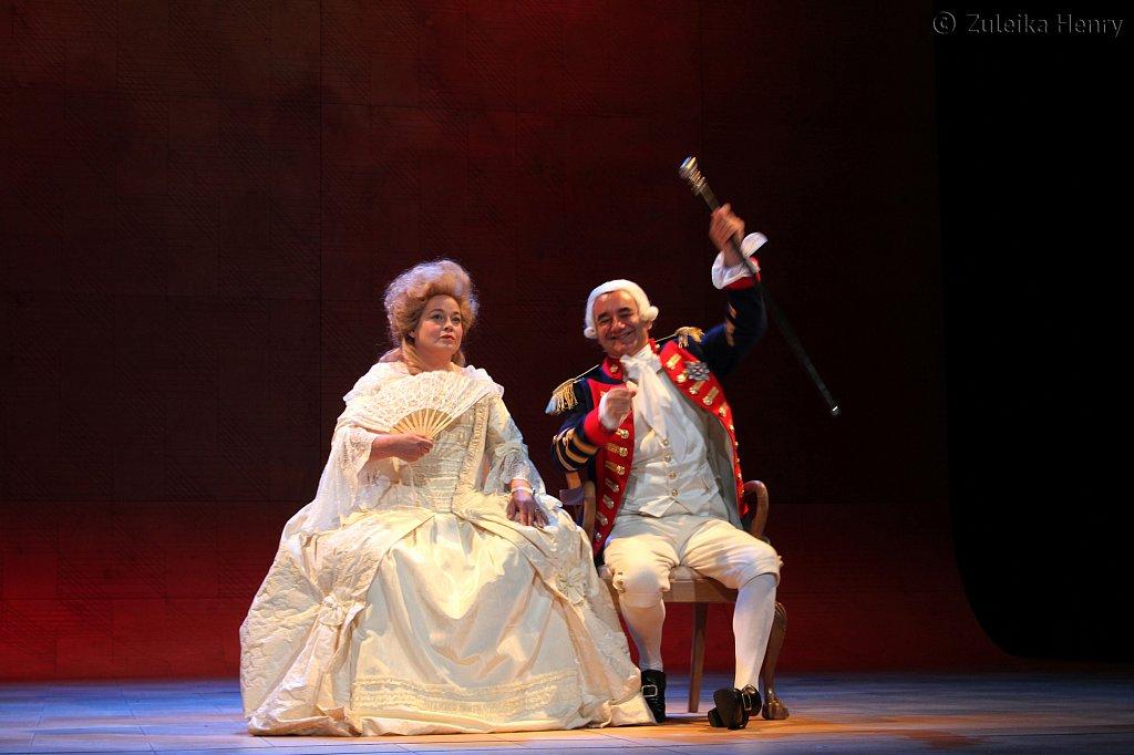 Beatie-Edney-as-Queen-Charlotte-and-David-Haig-as-King-George-II-2I.jpg