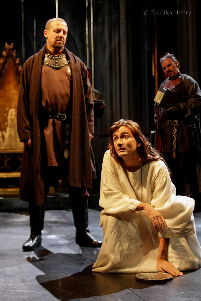 Nigel Lindsey as Bolingbroke and David Tennant as Richard II