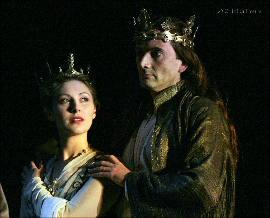 Emma-Hamilton-as-the-Queen-and-David-Tennant-as-Richard-II-2.jpg