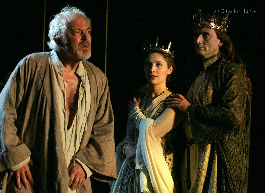 Michael Pennington as John of Gaunt, Emma Hamilton as the Queen and David Tennant as RichardII
