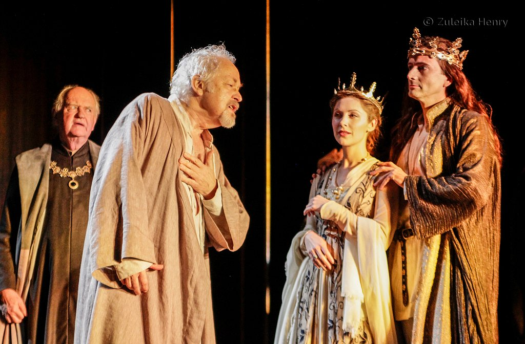 Oliver Ford Davis as York, Michael Pennington as John of Gaunt, Emma Hamilton as the Queen and David Tennant as RichardII