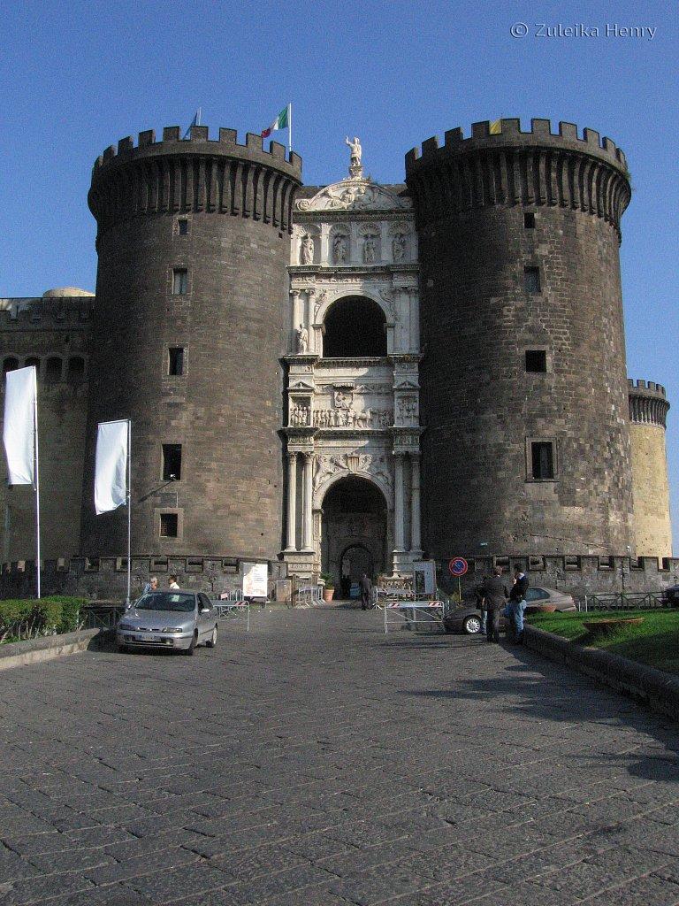 Castel Nuovo,Piazza Municipio