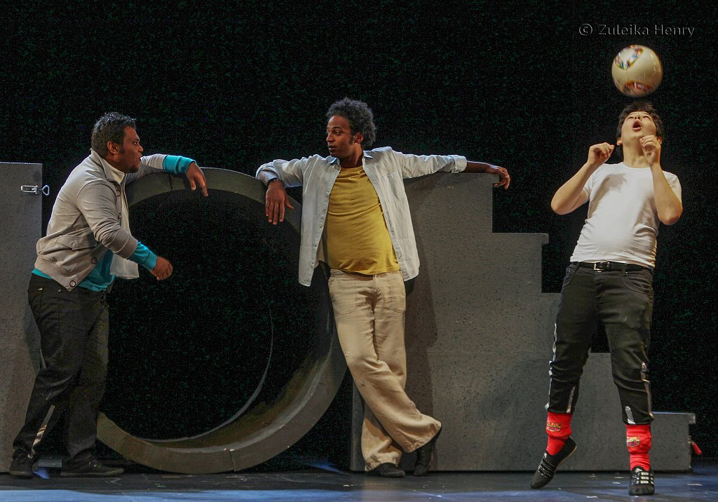 Amerr Hussein as Benvolio, Ahmed Salah Moneka as Romeoand Fikrat Salim as Mercutio