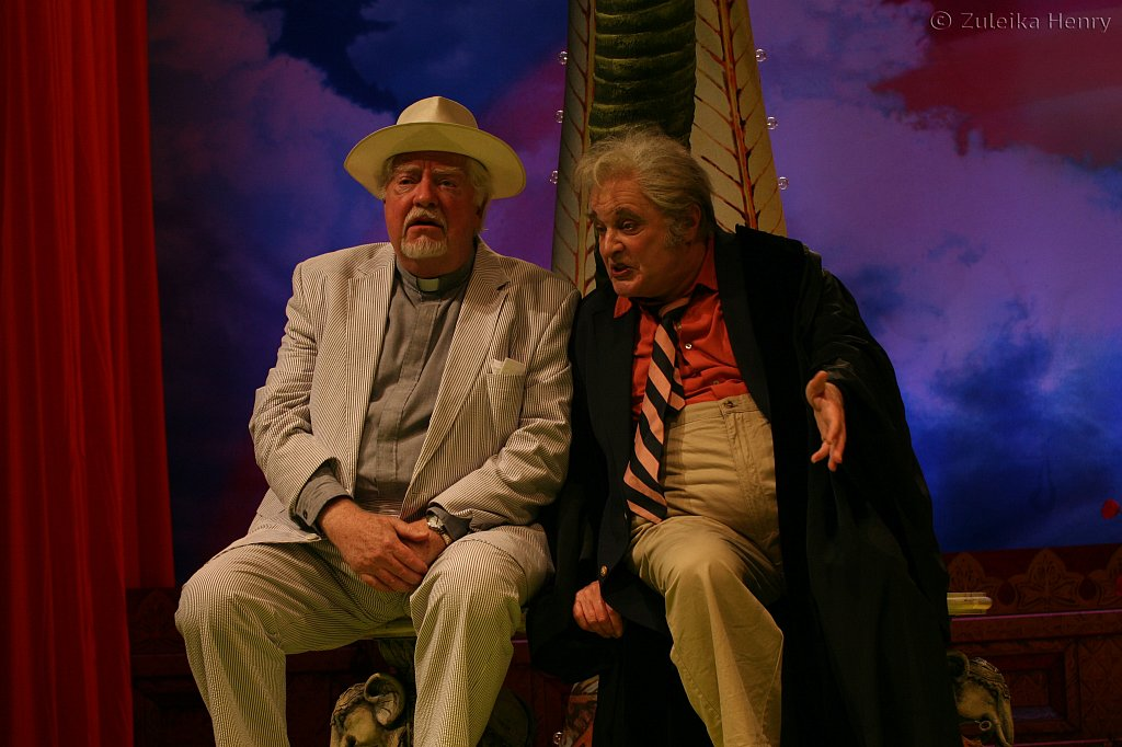 David Sabin as Sir Nathaniel and Ted van Griethuysin as Holofemes