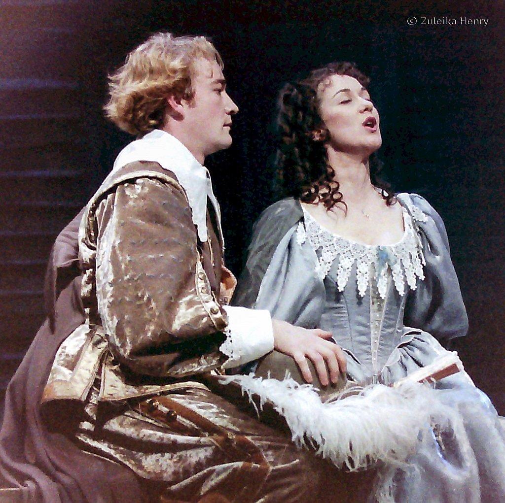 Raymond Coulthard and Alexandra Gilbreath as Christian de Neuvillte and Roxane