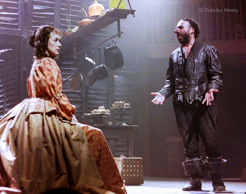 Alexandra Gilbreath as Roxanne and Antony Sher as Cyrano