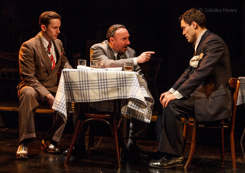 Antony Sher as Willy Loman, Alex Hassell as Biff and Sam Marks as Happy