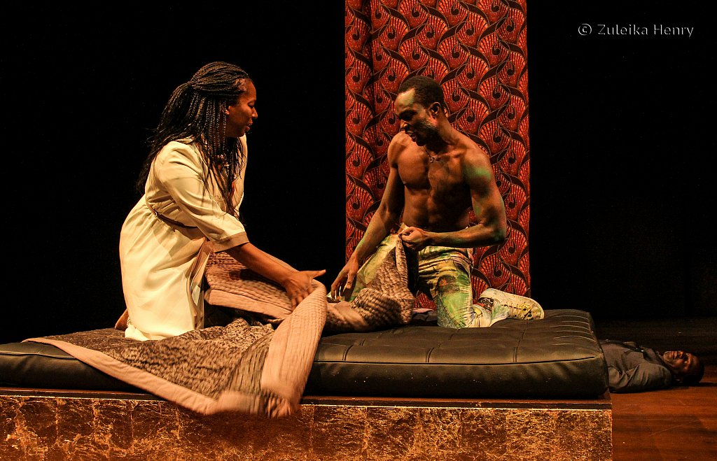 Tanya Moodie as Gertrude and Paapa Essiedu as Hamlet with Cyril Nri as Polonius