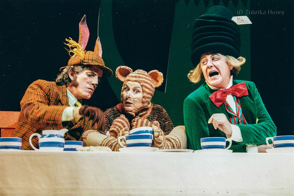 Martin-Turner-as-March-Hare-Marilyn-Cutts-as-Dormouse-and-Chris-Larner-as-Mad-Hatter