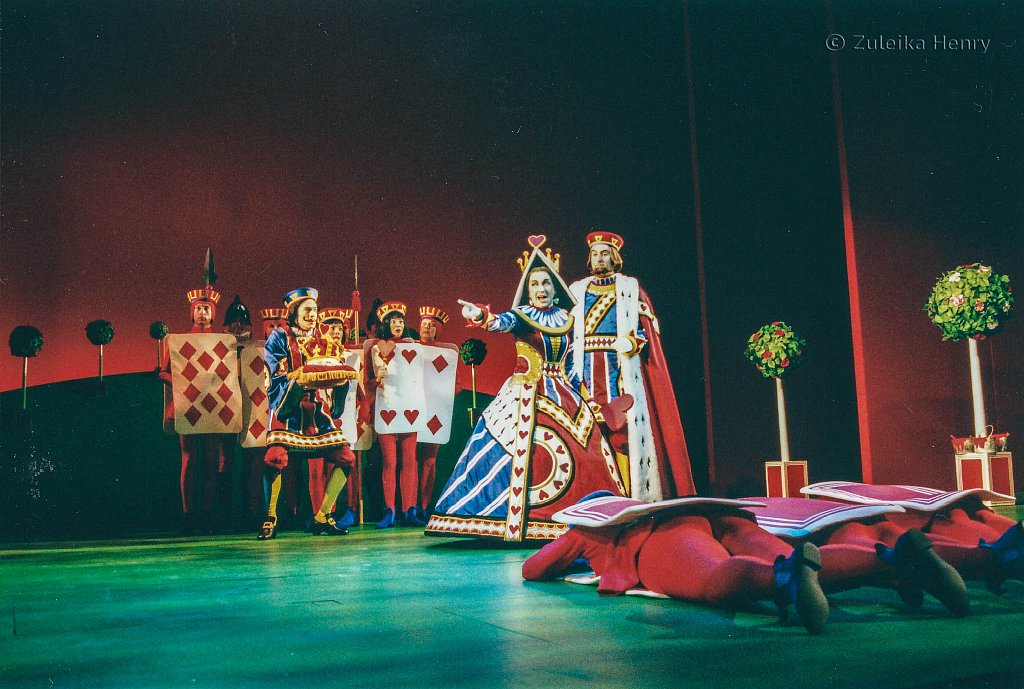 Liza-Sadovy-as-Red-Queen-and-Paul-Leonard-as-Red-King-and-Dominic-Marsh-as-Knave-of-Hearts