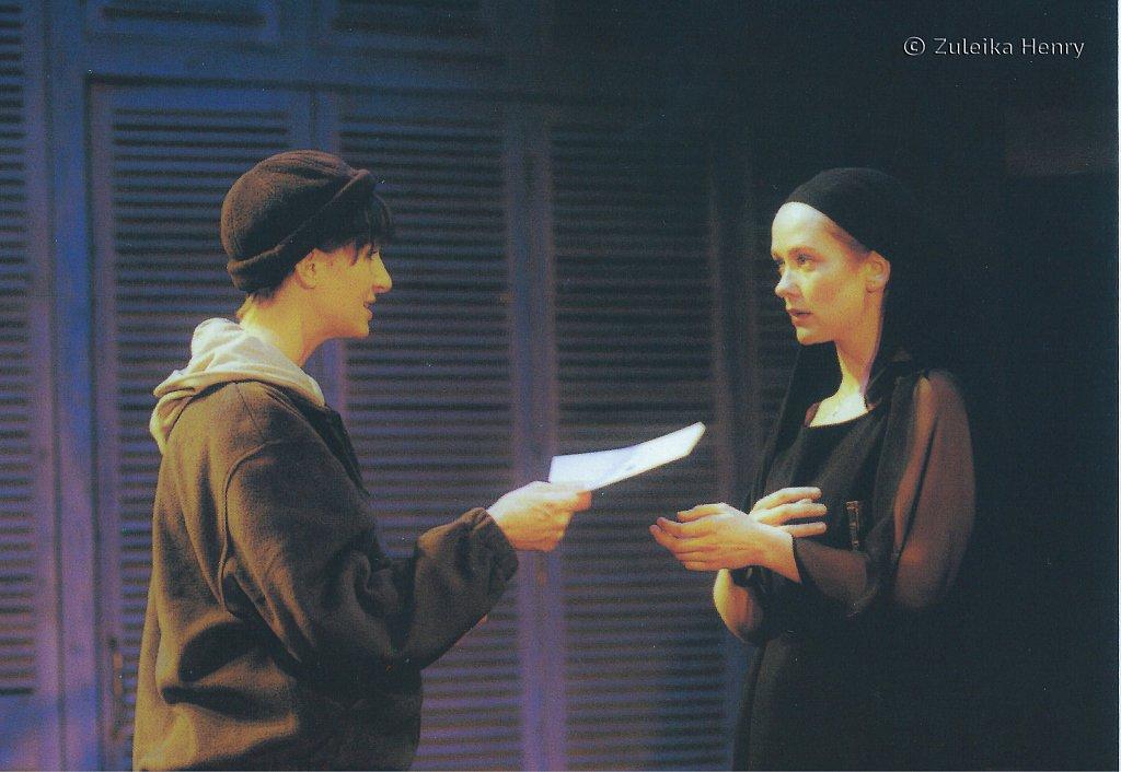 Leslie Vickerages Julia and Poppy Miller as Silvia 'The Two Gentlemen of Verona' 1998