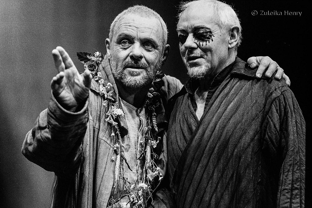 Antony Hopkins as Lear and Michael Bryant as Gloucester