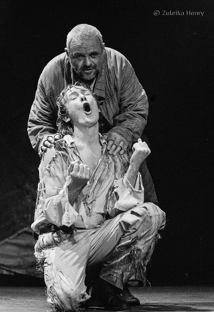 Antony Hopkins as Lear and Bill Nighy as Edgar