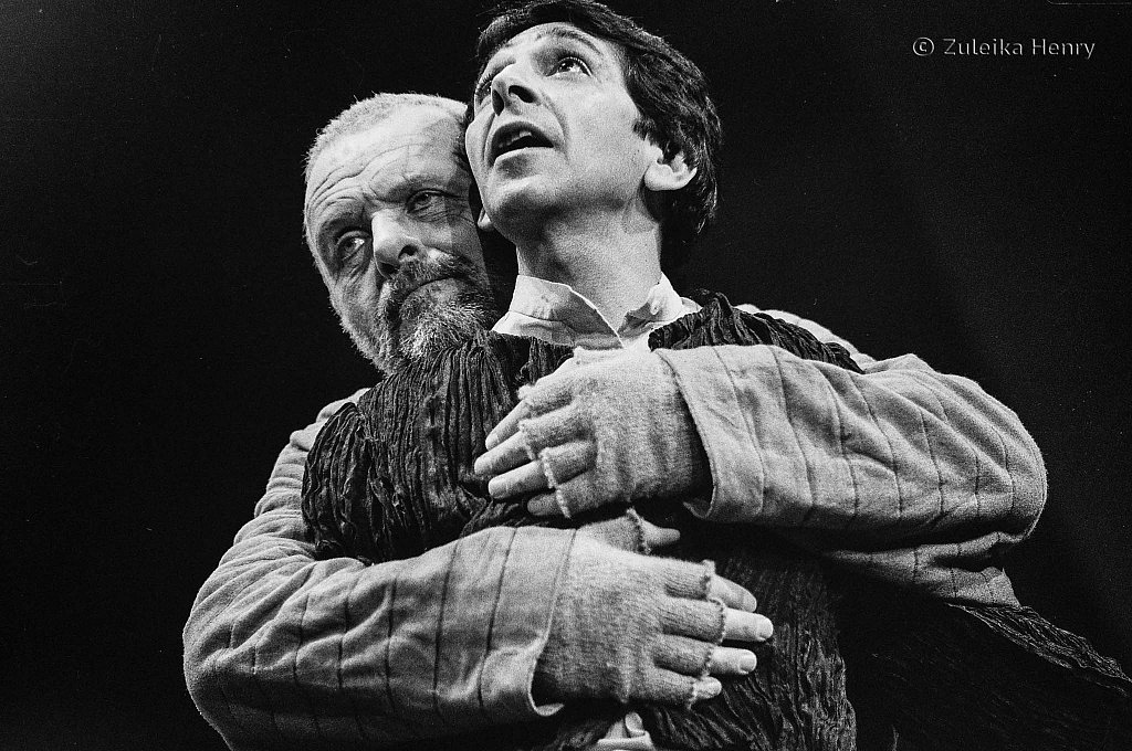 Antony Hopkins as Lear and Roshan Seth as Fool