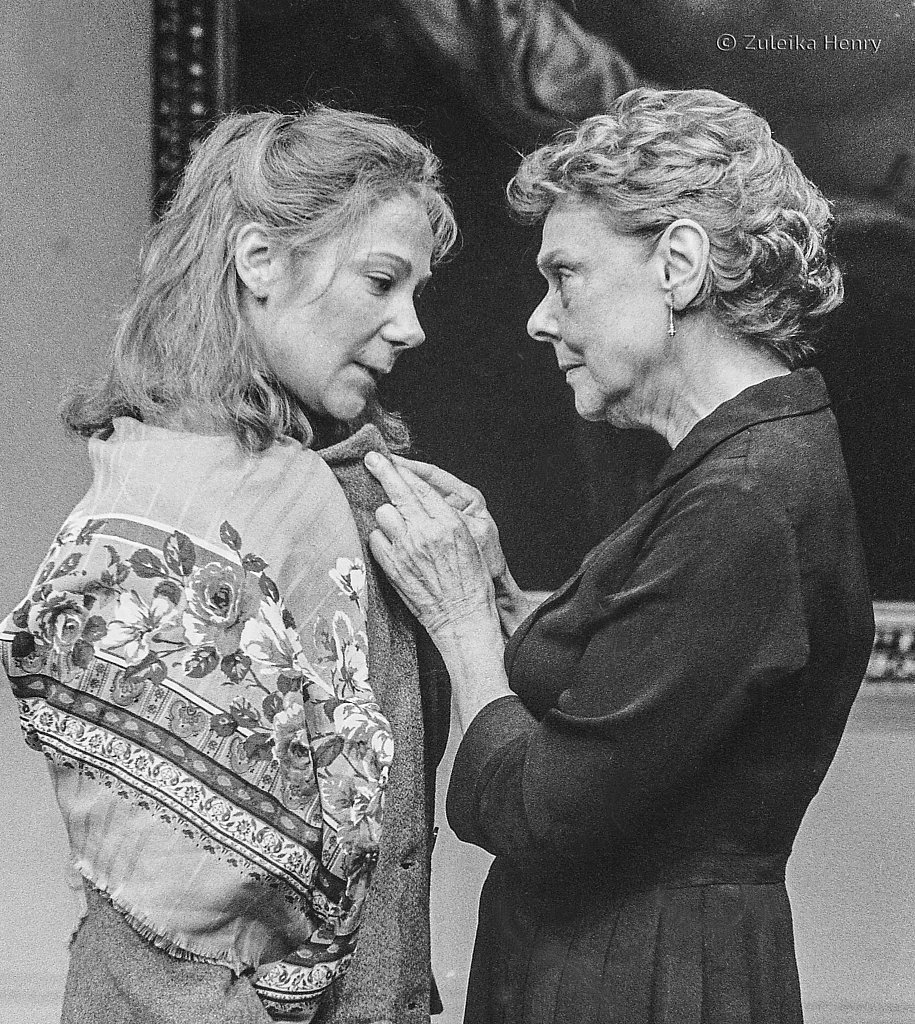 Zoe Wanamaker and Irene Worth in The Bay at Naples By David Hare