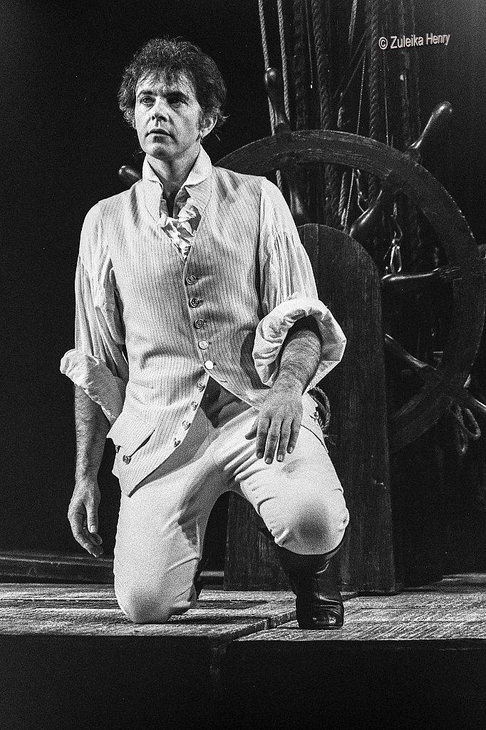 David Essex as Fletcher Christian