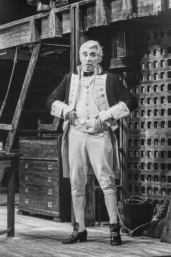 Frank Finlay as William Bligh