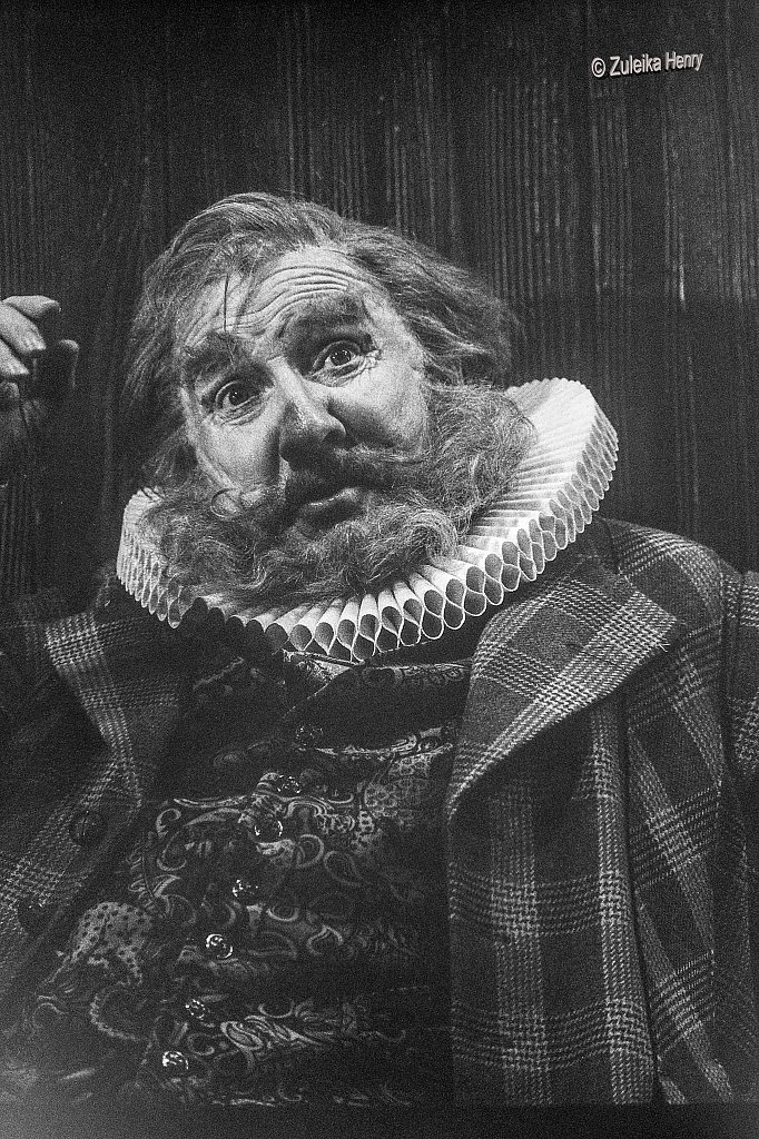 Leslie Phillips as Falstaff