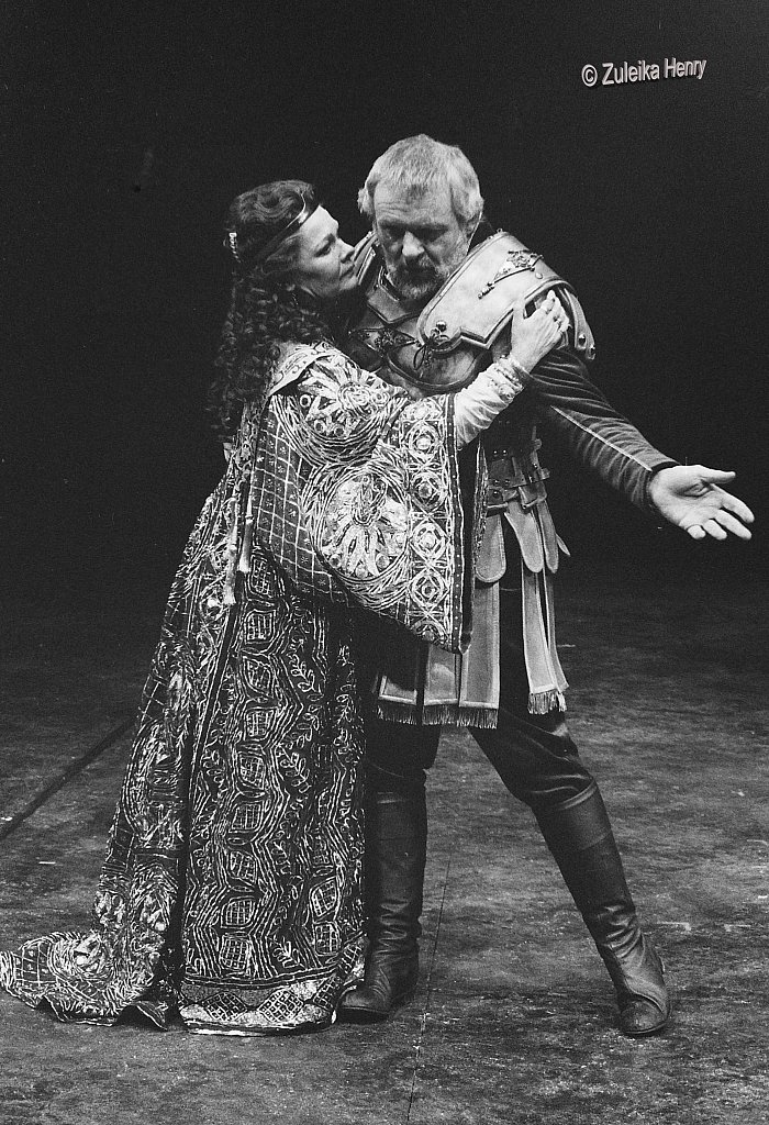 03-Zuleika-Henry-NT-Judi-Dench-and-Antony-Hopkins-Antony-and-Cleopatra-1987.jpg