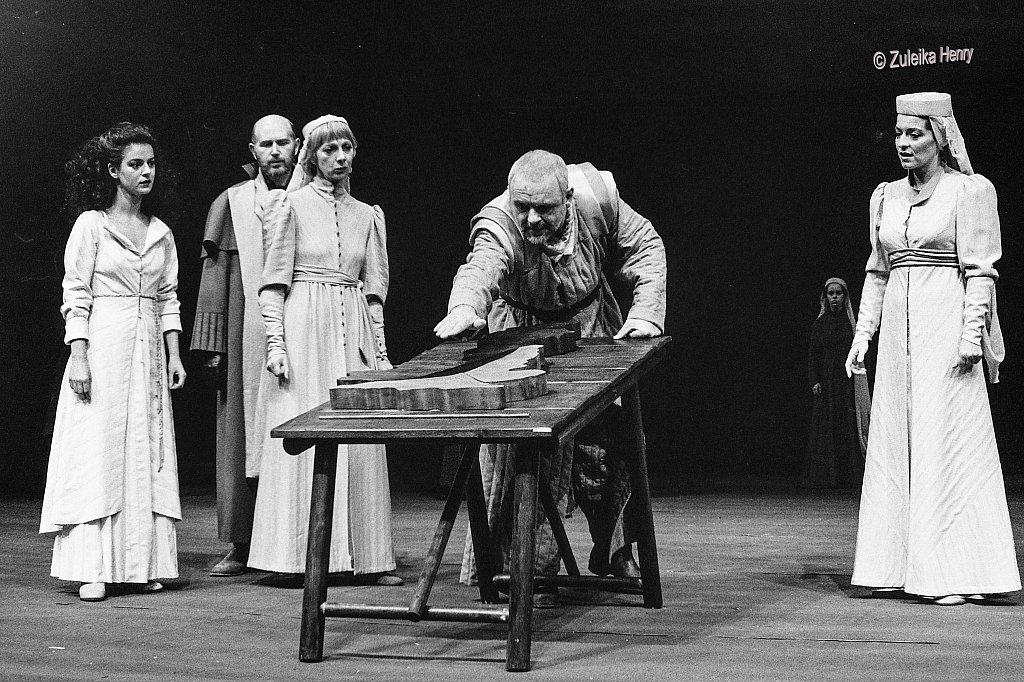 33-Zuleika-Henry-NT-King-Lear-1986-Antony-Hopkins.jpg