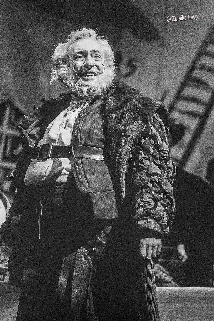 Robert Stevens as Falstaff