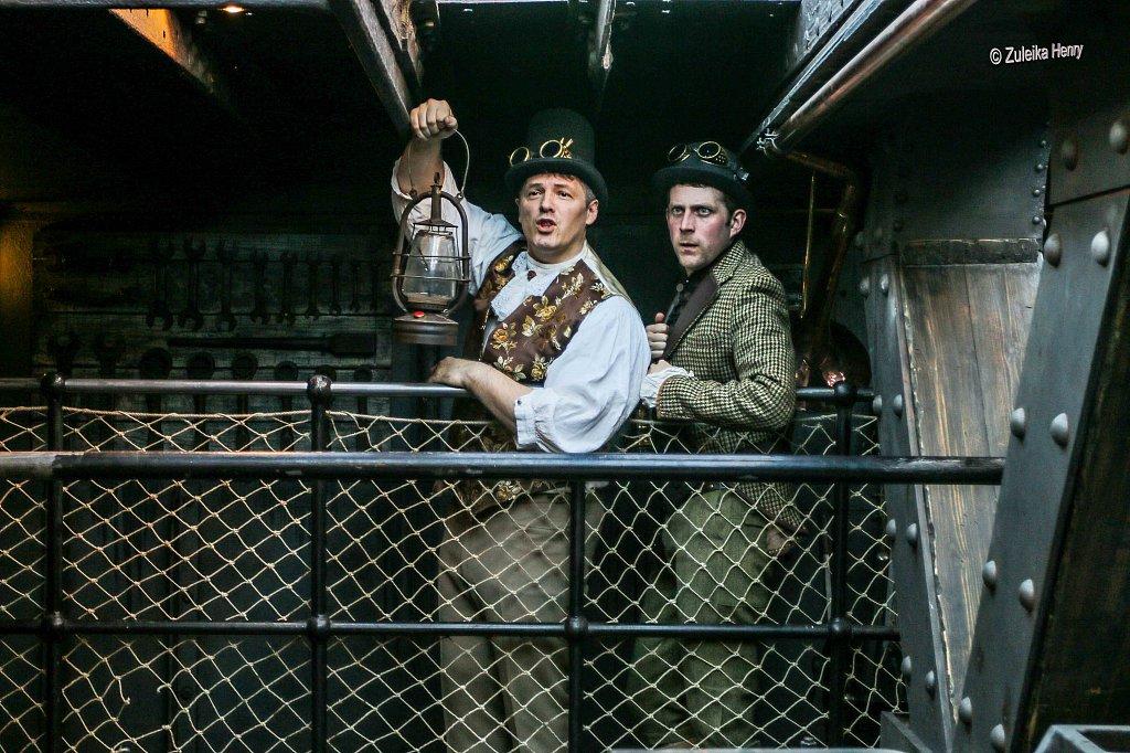 Cast HG Wells: Andrew Kelly The Time Traveller: John Lomas Isabel Wells/Weena: Rachael Procter-Lane Jane Wells: Alice Lamb Mrs Widdecombe/Mrs Robbins: Lynda Rooke