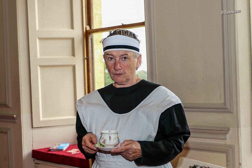 Sheila Hannon as servant Kate