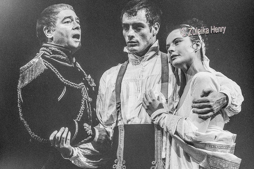 David Killick as Cominius, Toby Stephens as Coriolanus and Monica Dolan as Virgilia
